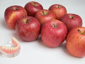 リンゴ8個でも外れない入れ歯